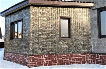 Stone sheet for facade decoration