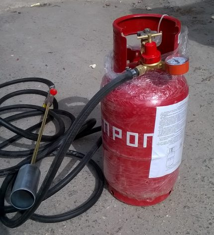 Propane gas cylinder for connection to a hot water burner