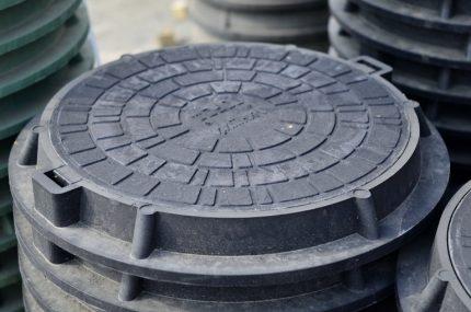 Round plastic hatch