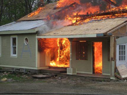 Incendie sur un chantier de construction