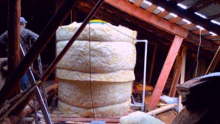 Expansion tank insulation