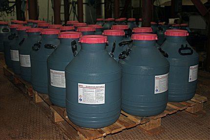 Réservoirs de réactifs pour la purification de l'eau