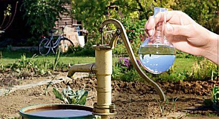 L'eau d'un puits dans une fiole