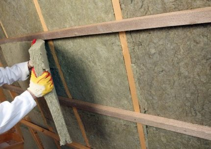 Mineral wool between rafters