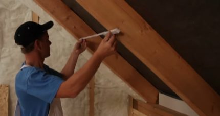 Measurement of the distance between the rafters
