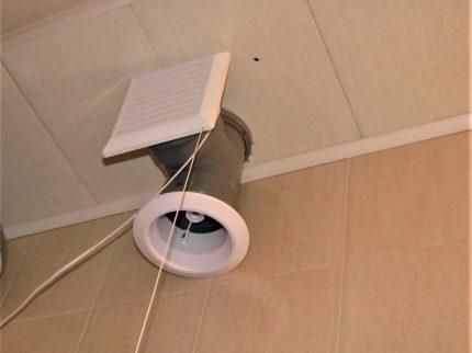 Tuyau de ventilation au plafond