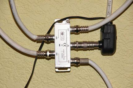 TV antenna splitter