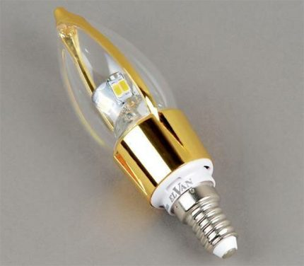 Lamp with socket E14