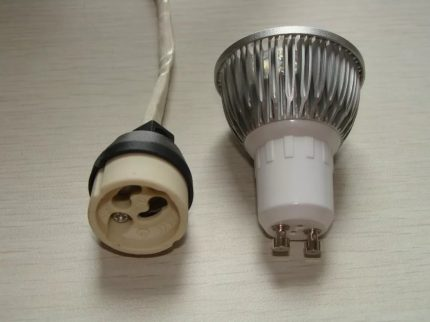 Lamps with GU10 socket and GZ10