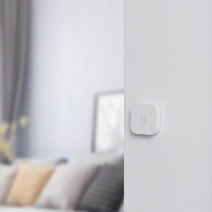 Vibration sensor on the wall