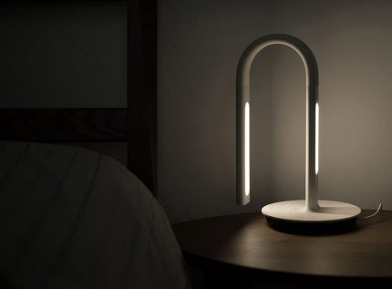 Flexible and smart table lamp