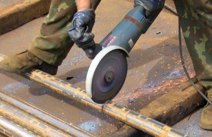 Tuyau métallique pour le boîtier
