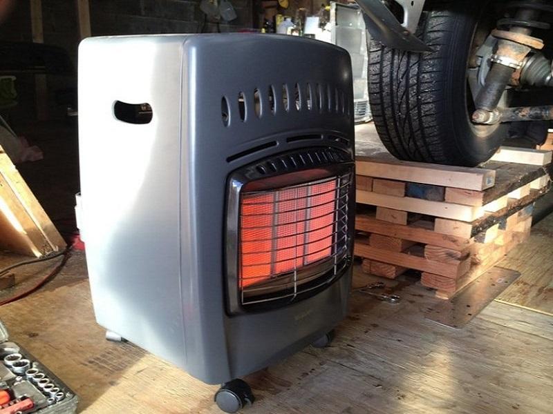 Autotalli Lämmitin