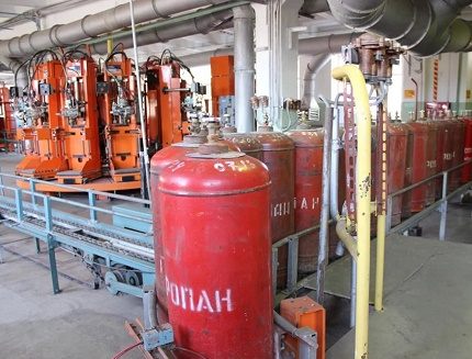 Cylinders at the gas filling station