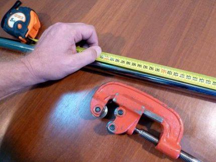 Roller pipe cutter