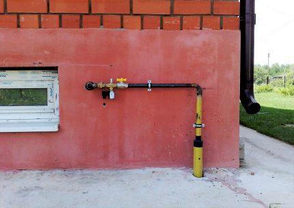 Sortie de gaz à la fondation de la maison