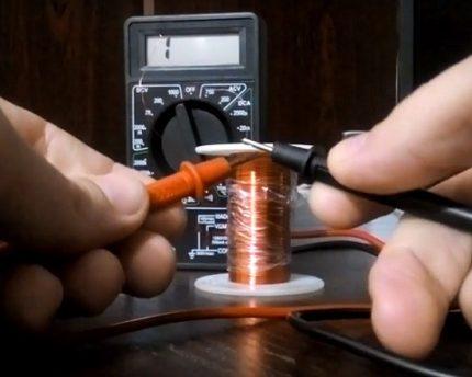 Vérification de la bobine de valve avec un testeur