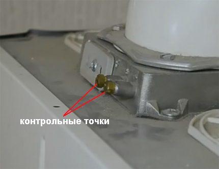 Points de contrôle (raccords) pour vérifier le niveau de tirage de la colonne de gaz