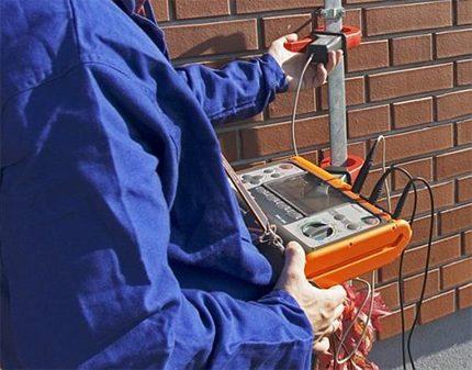 Test en laboratoire du dispositif de mise à la terre de la chaudière