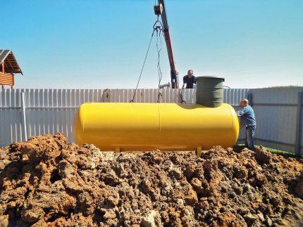 Installation du réservoir de gaz sous terre