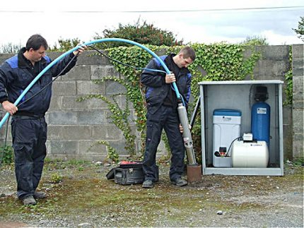 Masters lower the pump into the well