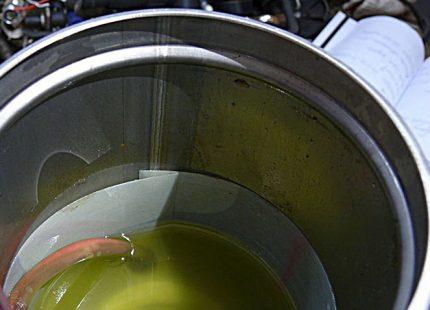 Oil in pump housing