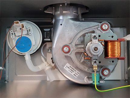 Système d'échappement des produits de combustion de la chaudière Ariston