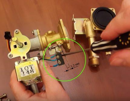 Détection de rupture sur le pied du micro-interrupteur