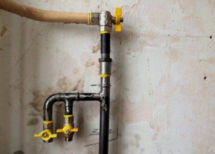 Pose d'un tuyau de gaz en deux appareils