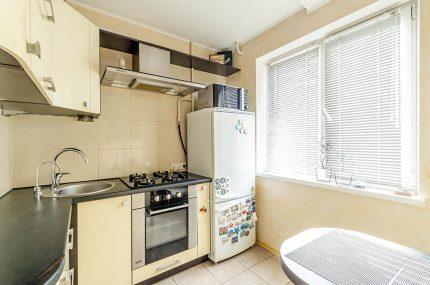 Šaldytuvo įrengimas virtuvėje