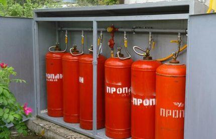 Cylindres dans une boîte en acier