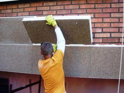Worker insulates the facade