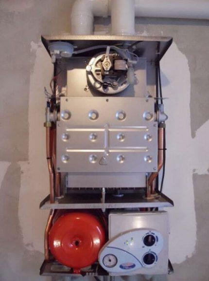 Chaudière murale à brûleur à gaz