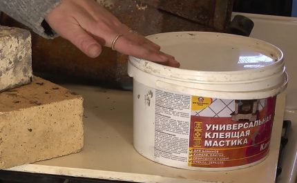 Heat-resistant mastic for stoves and fireplaces