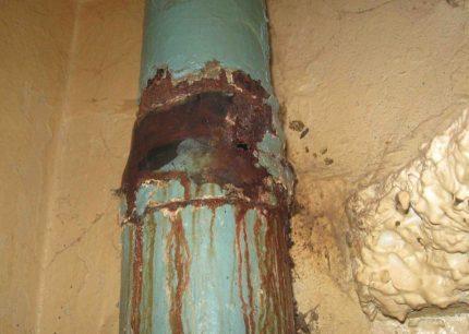 Ancienne colonne montante d'égout