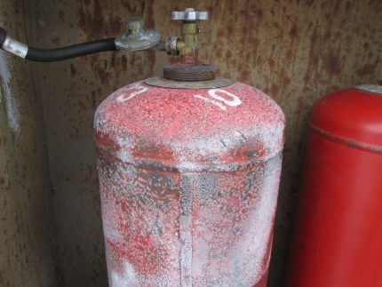 What to do if the gas cylinder starts to become covered with hoarfrost