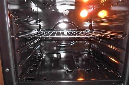Backlight in a gas oven