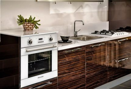 Built-in gas appliances in the kitchen