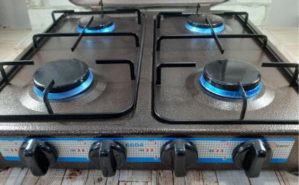 4-burner gas stove