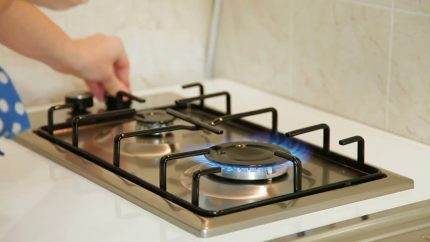 Mechanical control system in a gas stove