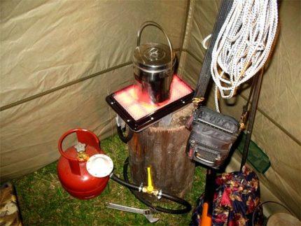 Dujinis šildytuvas palapinėje