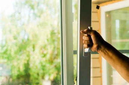 Fenêtres en plastique avec fonction de micro-ventilation