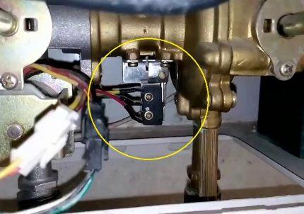 Microrupteur unité eau-gaz