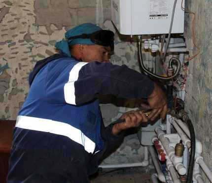 Gasman works with equipment