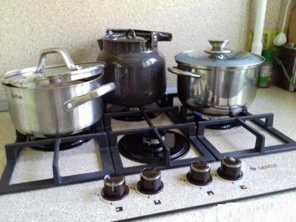 Bouilloire et casseroles