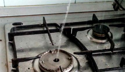 Vanduo vietoj dujų teka iš degiklio