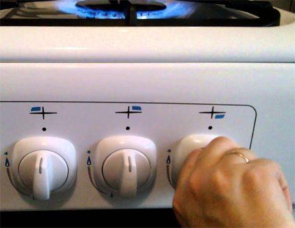 Configuration combinée du système d'allumage de la cuisinière à gaz