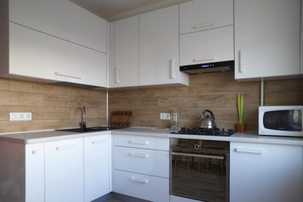 Cooker hood in the interior