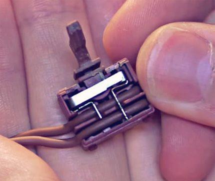Vue de l'intérieur du bouton du briquet