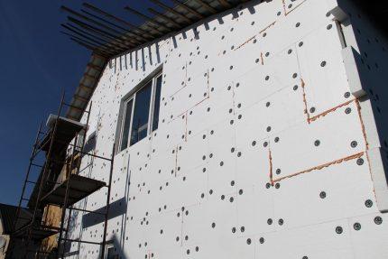 Facade insulation outside the house